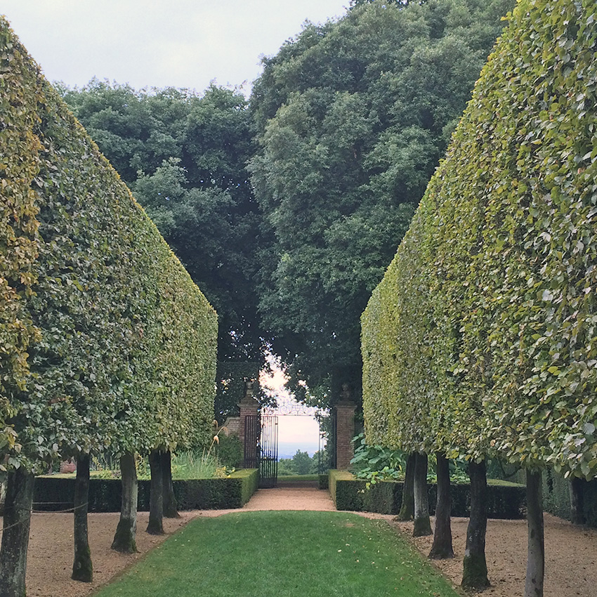Hidcote Manor Garden, Cotswolds walking cycling holidays UK