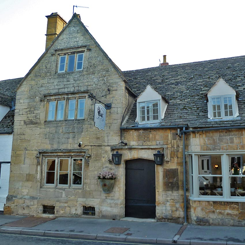 Traditional English pubs in the Cotswolds, break on walking holidays with Sherpa Expeditions
