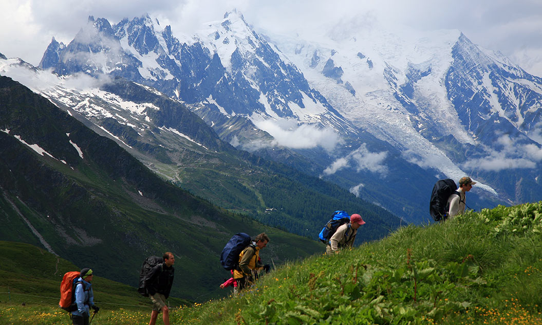 mont-blanc-images_walking-up_sherpa-expeditions