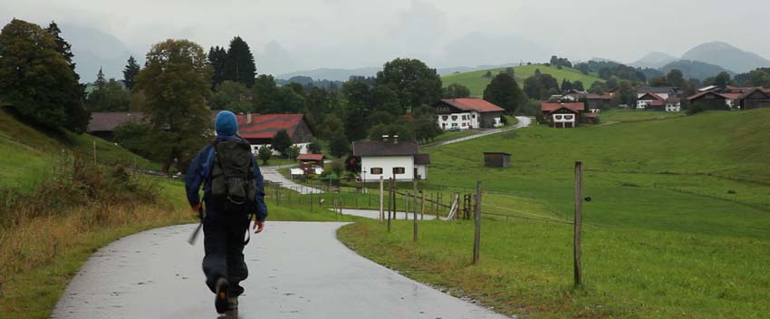 Walking into Trauchgau.